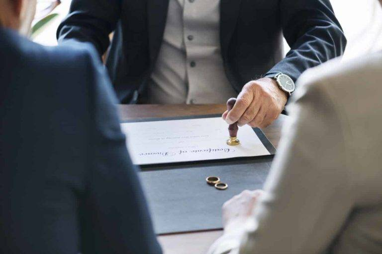 Looking for Salt Lake City divorce lawyers? Check this guide